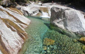 驚くほど透明な水と美しい景観に癒されます