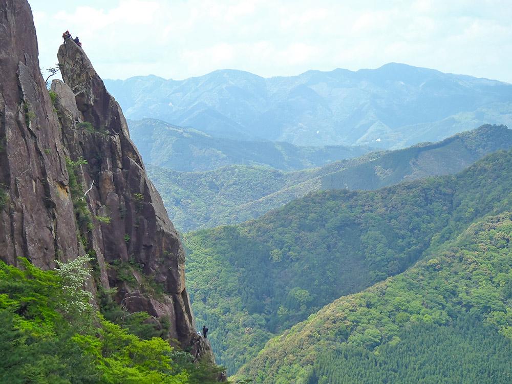 比叡山1峰にあるニードルを登るクライマーの方々