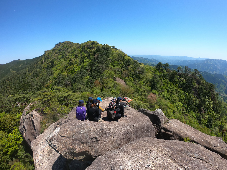 カランコロン岩の上で休憩