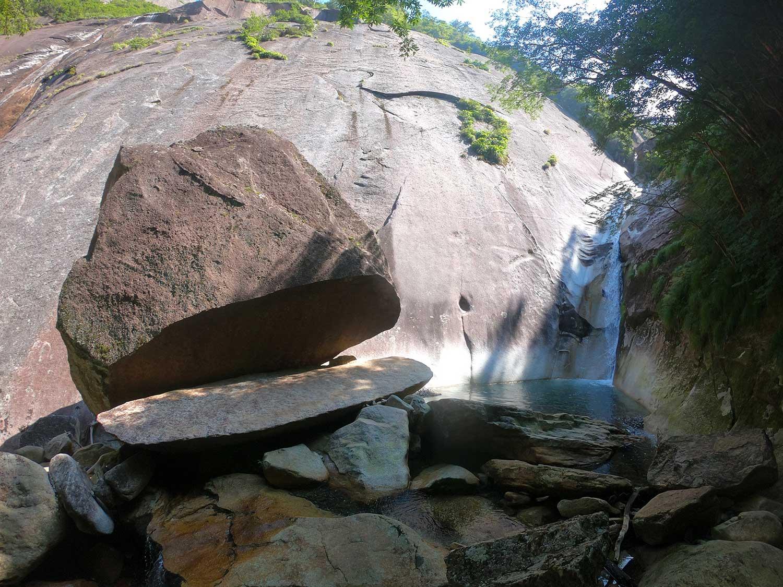 鉾岳の名所「パックン岩」