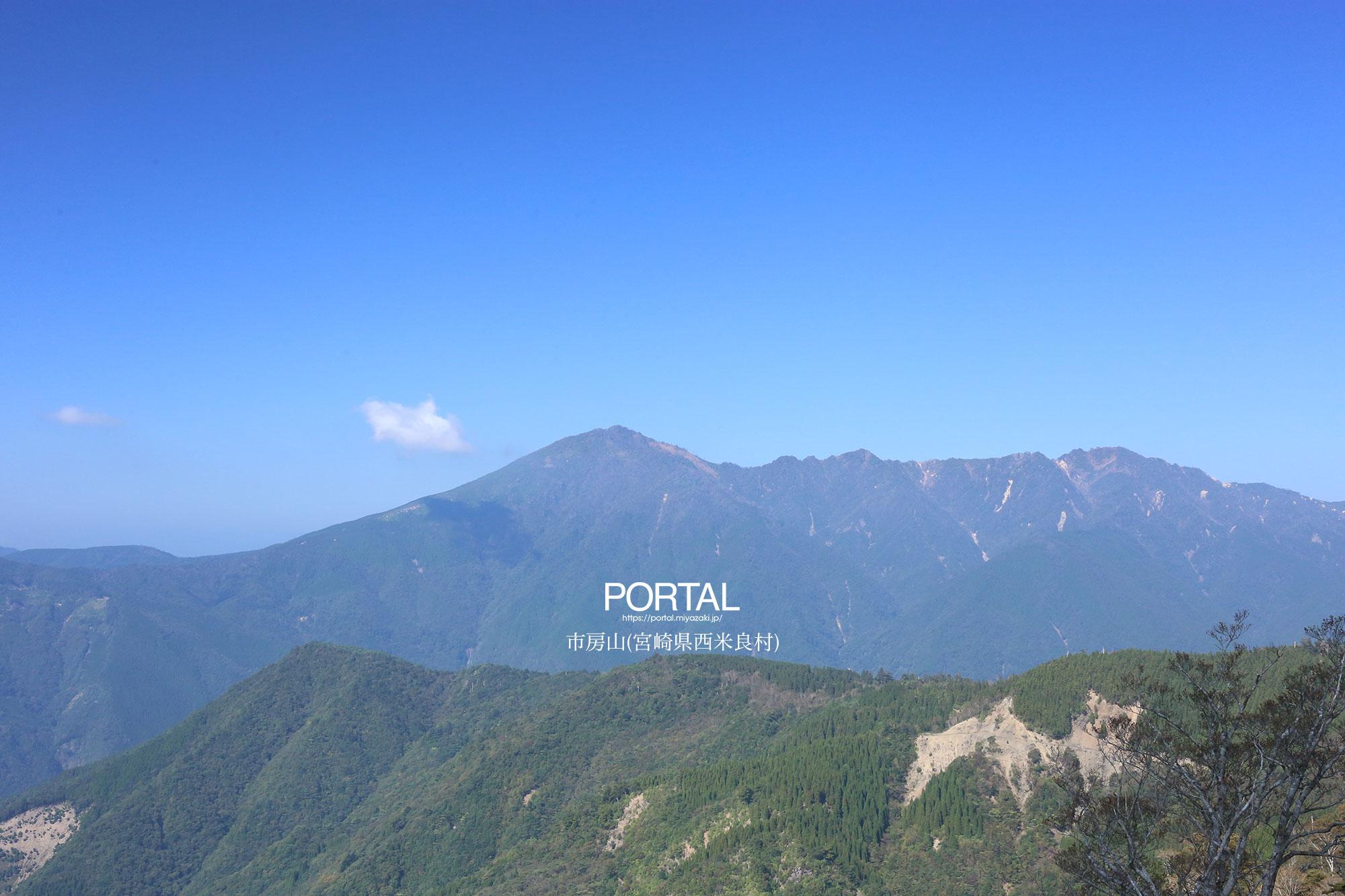隣に位置する石堂山から眺める市房山