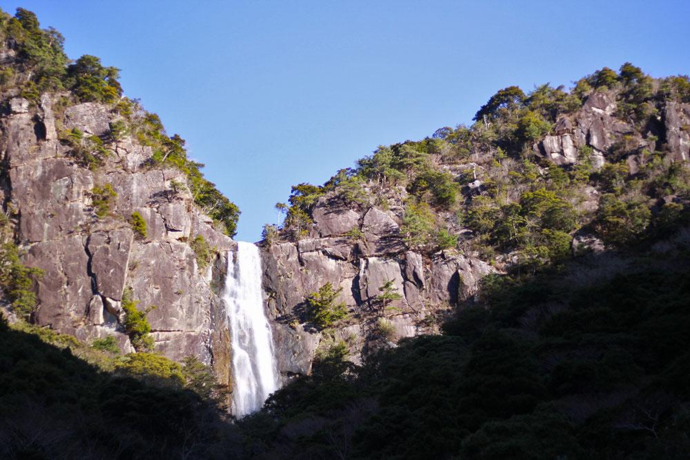 日本の滝百選に選ばれている「行縢の滝」