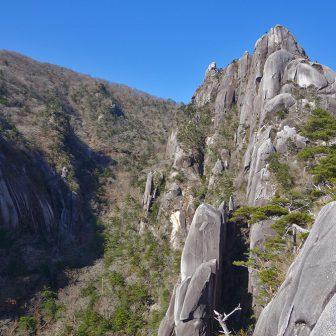 袖ダキ展望所より望む大崩山の岩群 撮影:PORTAL 中野祥吾