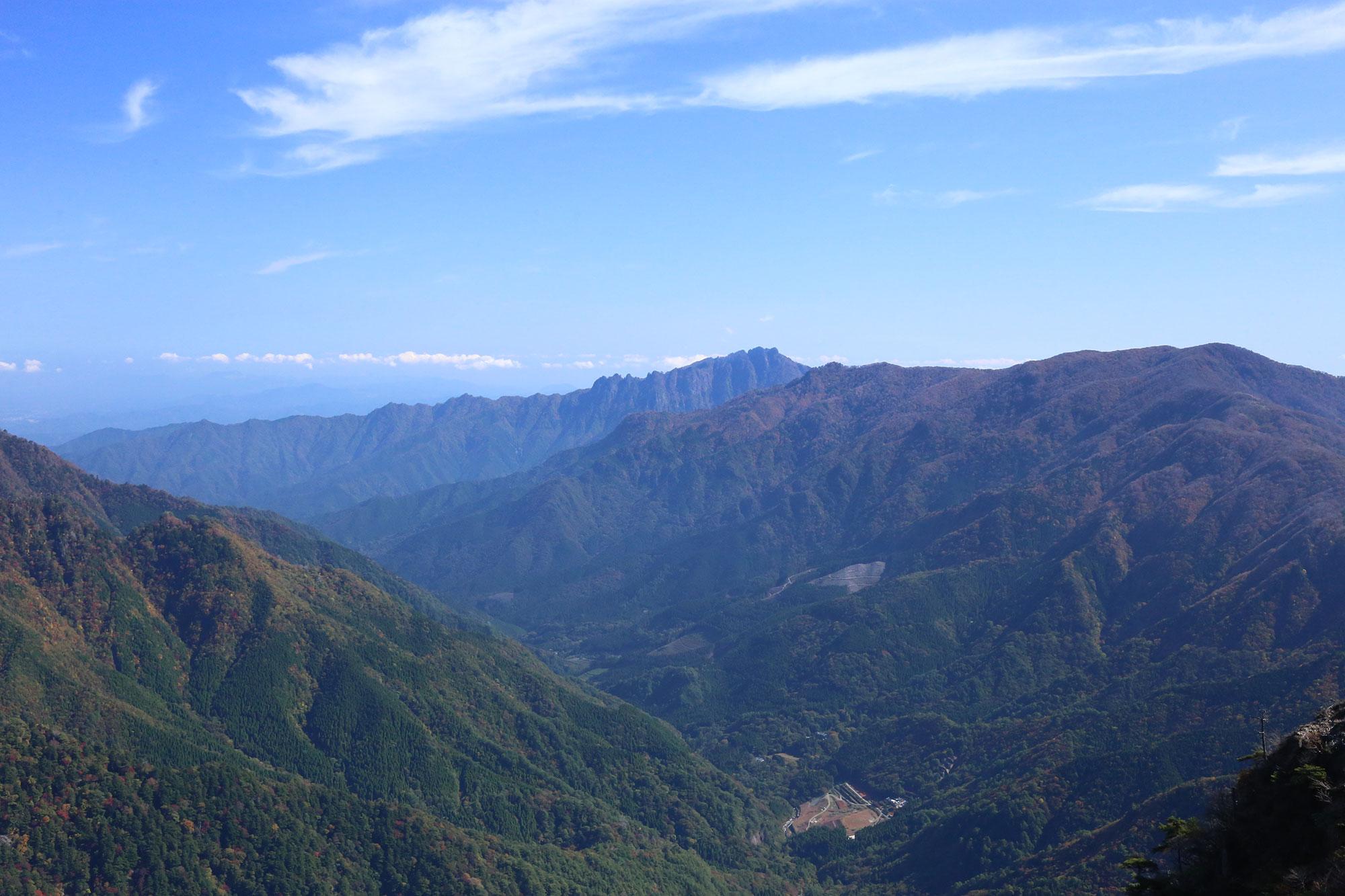 天狗岩近くの展望台から眺める傾山
