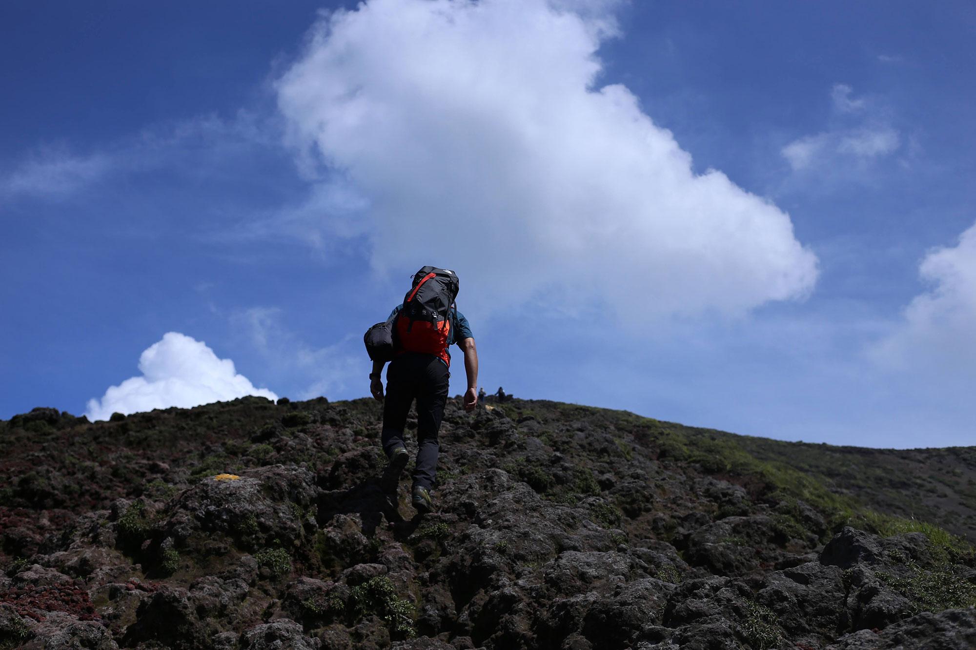 高千穂河原からの登山道にて