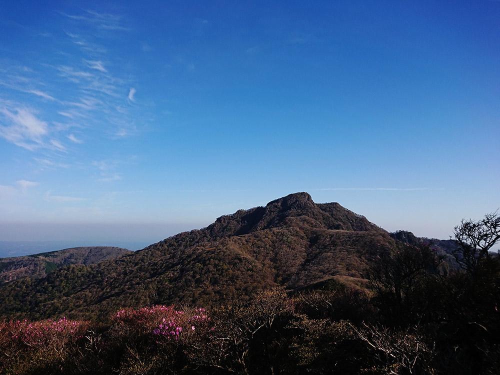 長い間変わらない山の姿を長めながら思いに馳せる