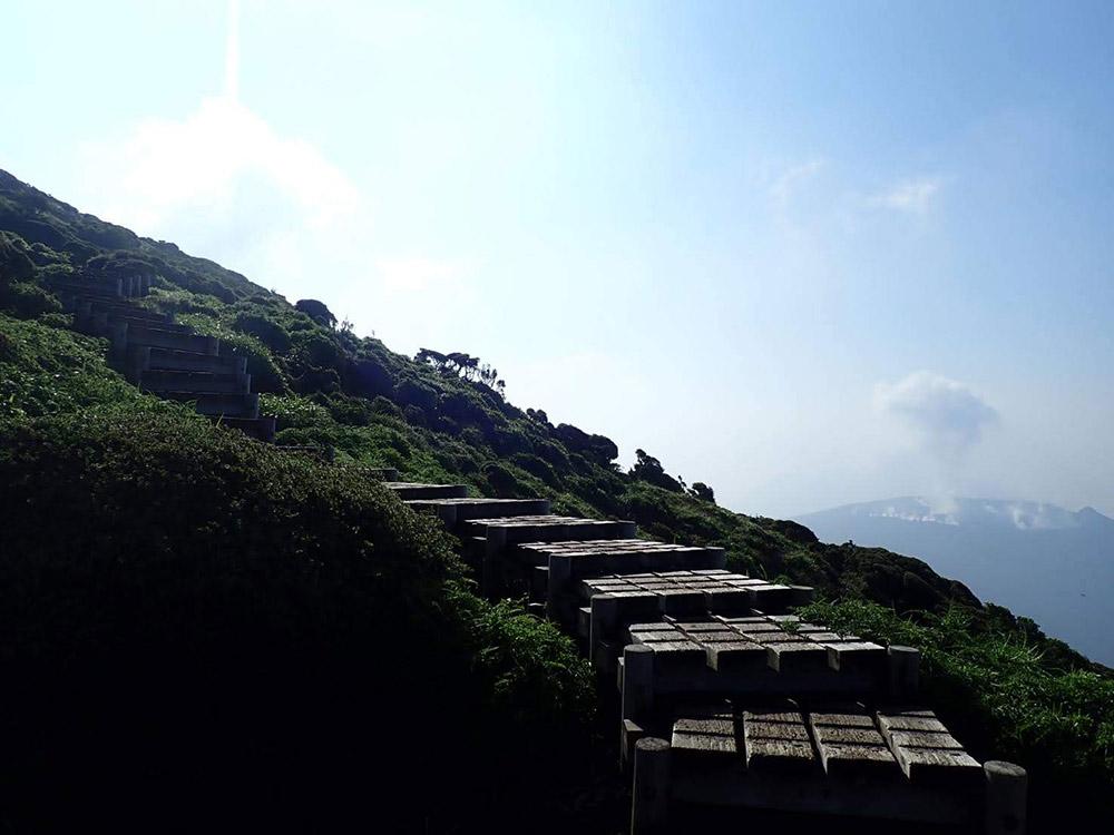 韓国岳は視界が広がると絶景を楽しみながらのハイキングができます