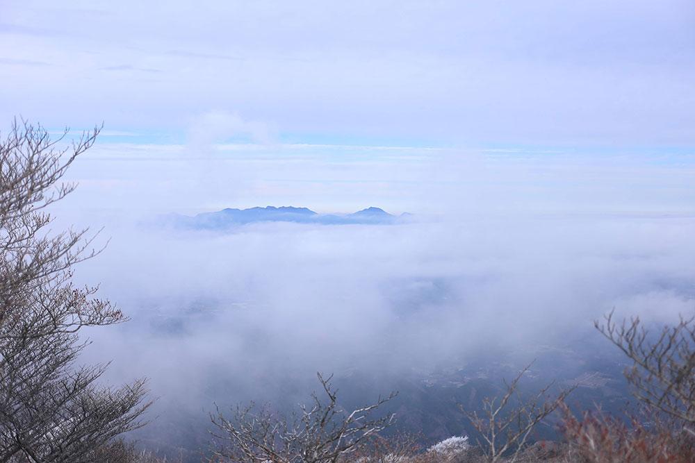 雲も抜けあたりの景色を堪能しながらのハイキング