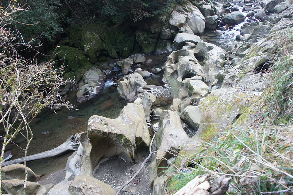 水が作り出した美しい渓谷を楽しめる場所です