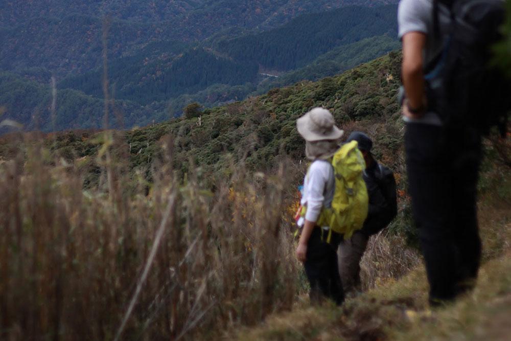 山から風景を眺める方