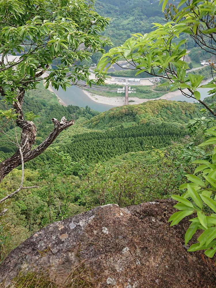 途中で眺める登山口付近