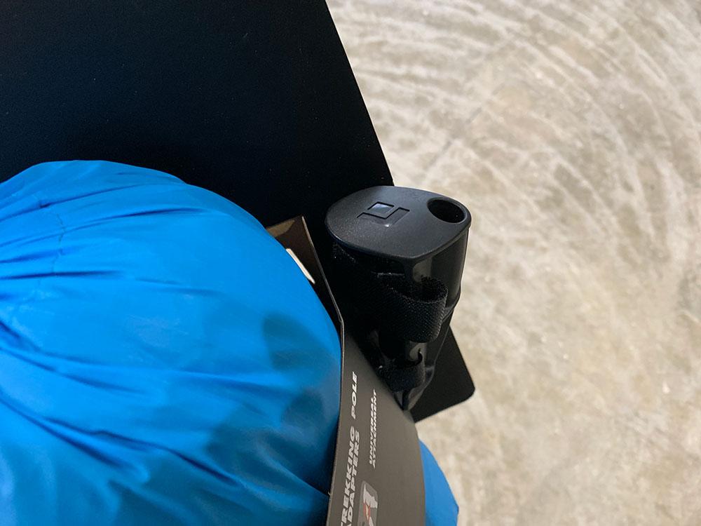 パーツ上部に接続ようの穴がついています