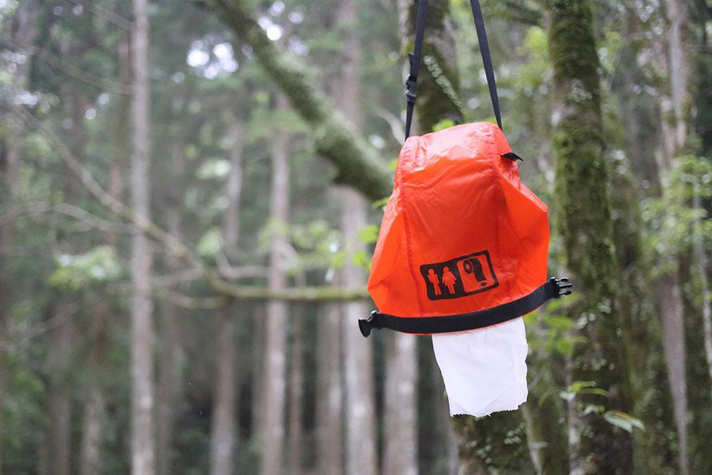 木に吊り下げても
