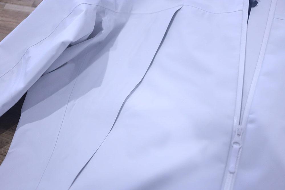 ポケット部のフラップ
