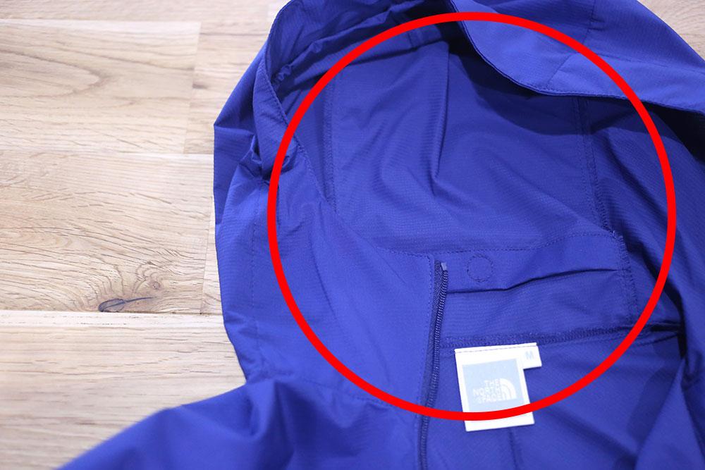 フード内部のポケット