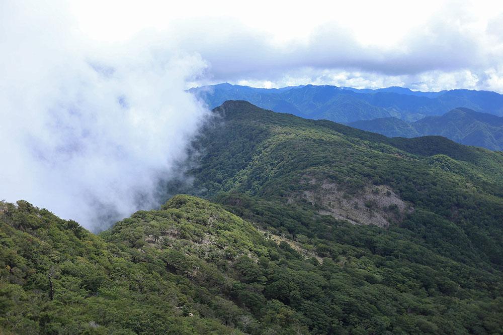 障子岳から眺める古祖母山への稜線