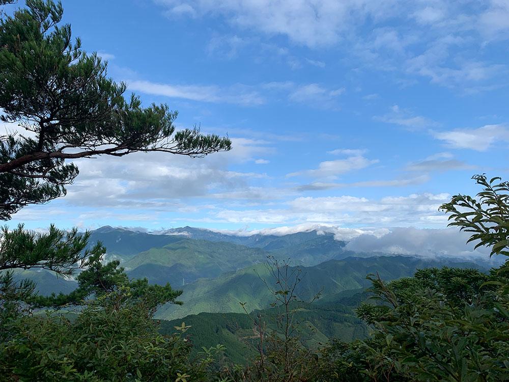 山頂から眺める大崩山系