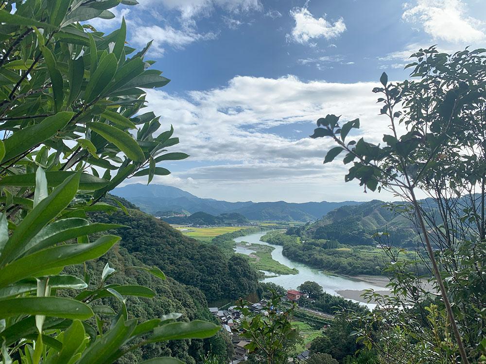 下山時に見える麓の風景