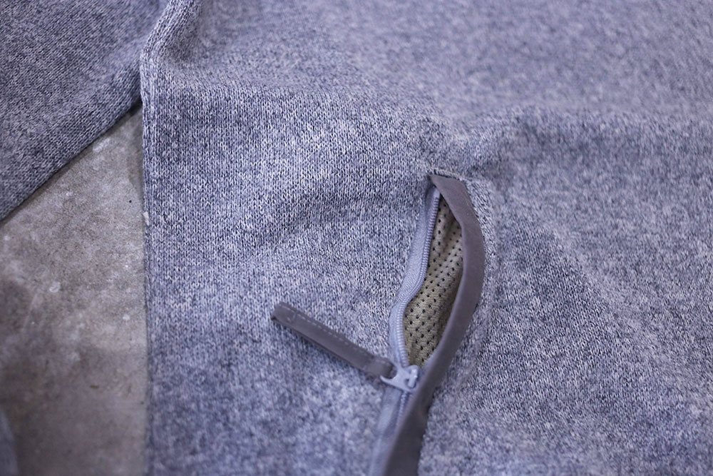 腹部のポケット