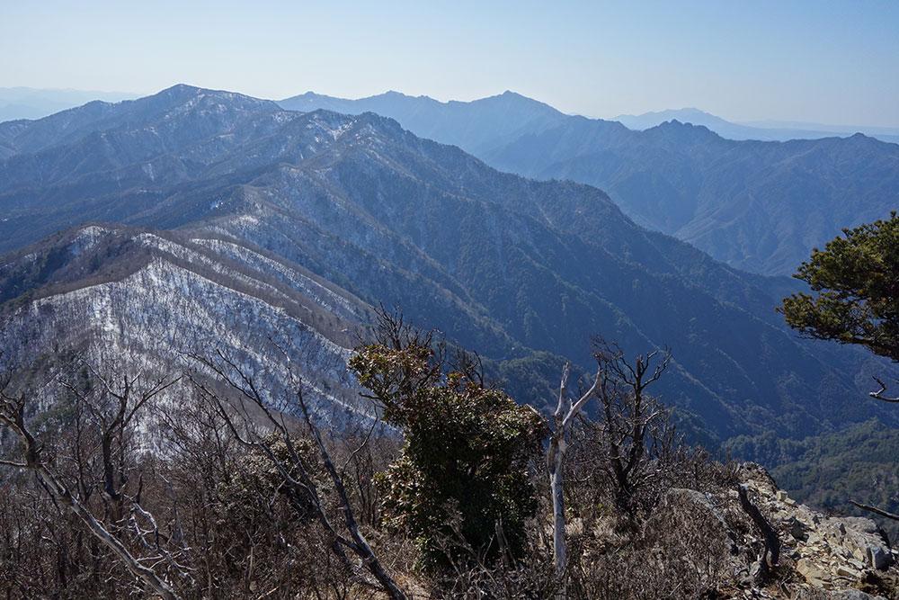 傾山山頂から見る稜線