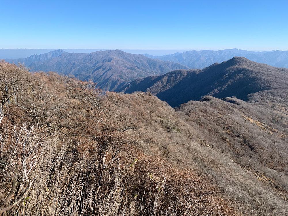 障子岳から眺める傾山への稜線