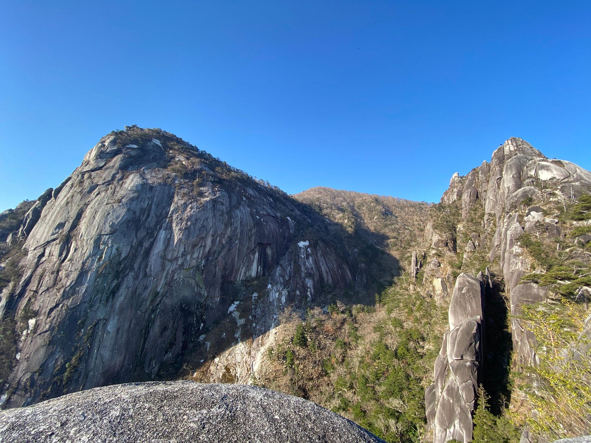 袖ダキ展望所から眺める岩峰