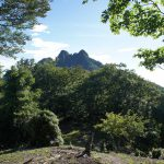 双耳峰が美しい山容の傾山