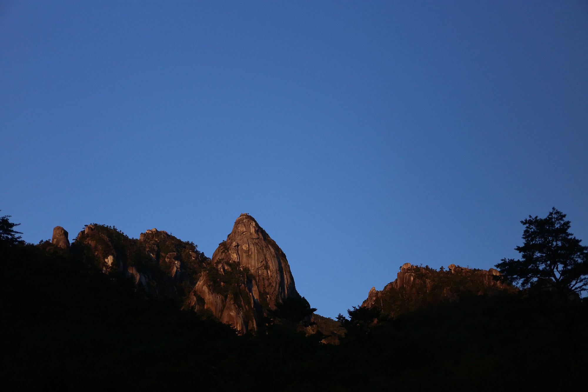 渡渉点から眺める大崩山の岩峰