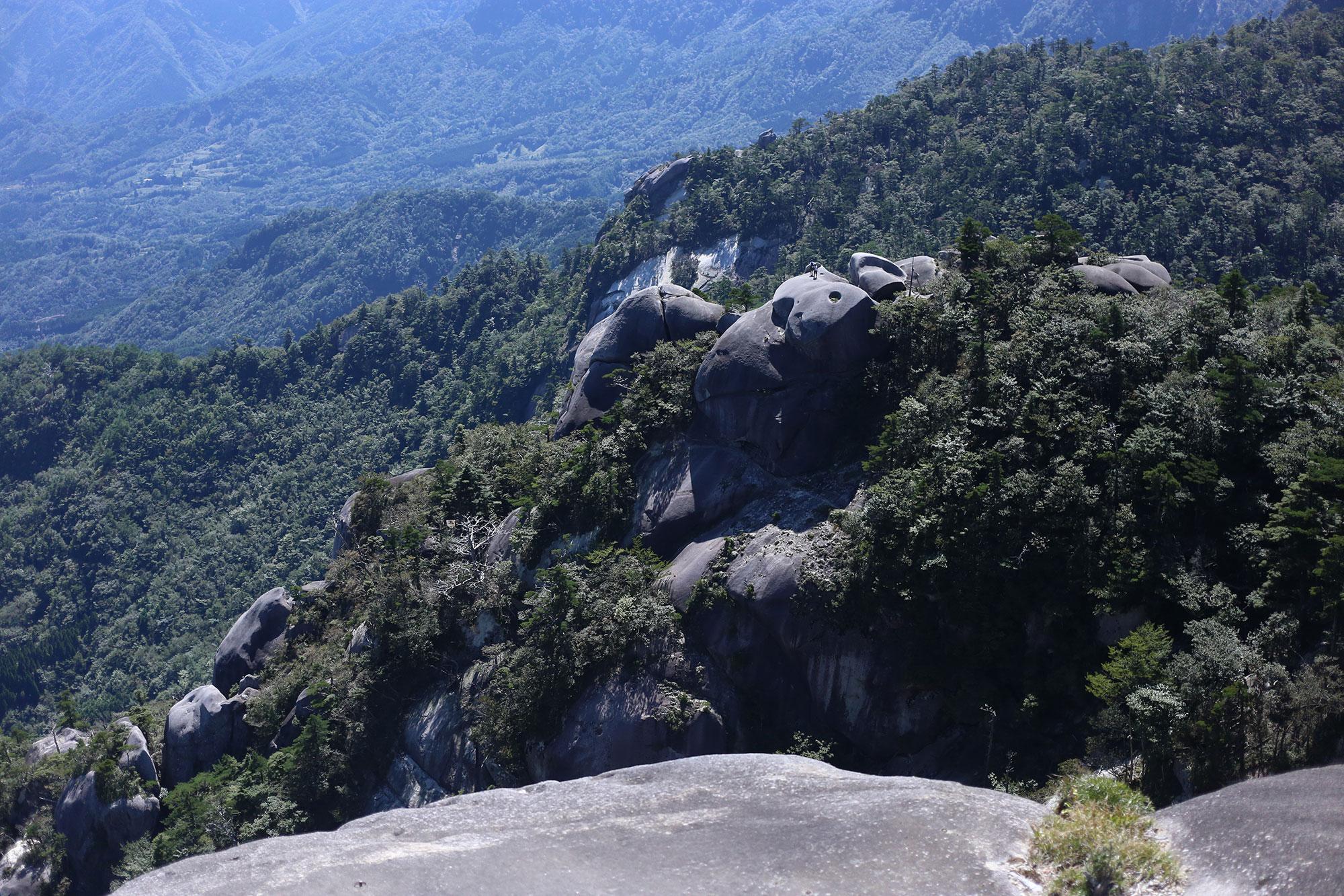 象岩のトラバースを眺めながら食事