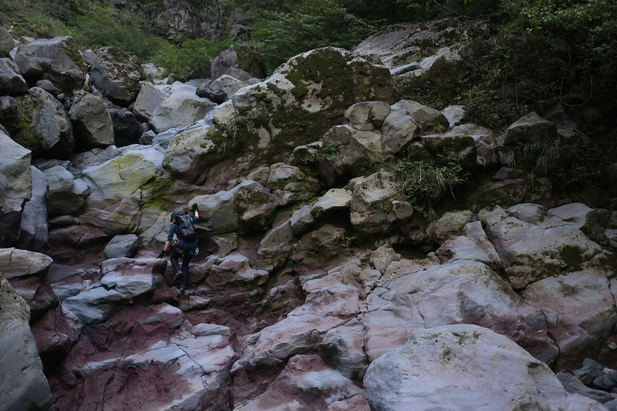 溶岩で形成された複雑な地形