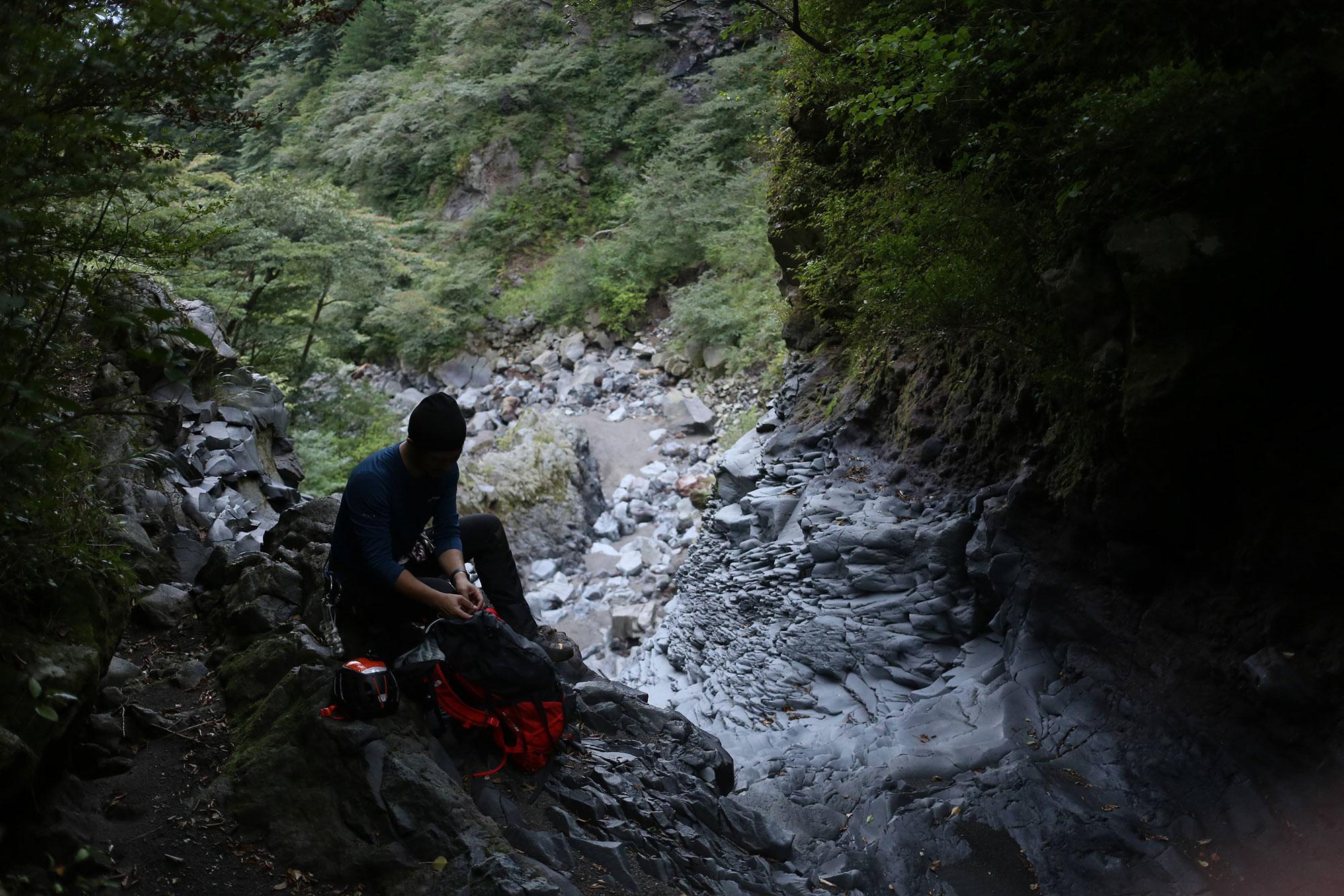 滝を越えて上部で休憩