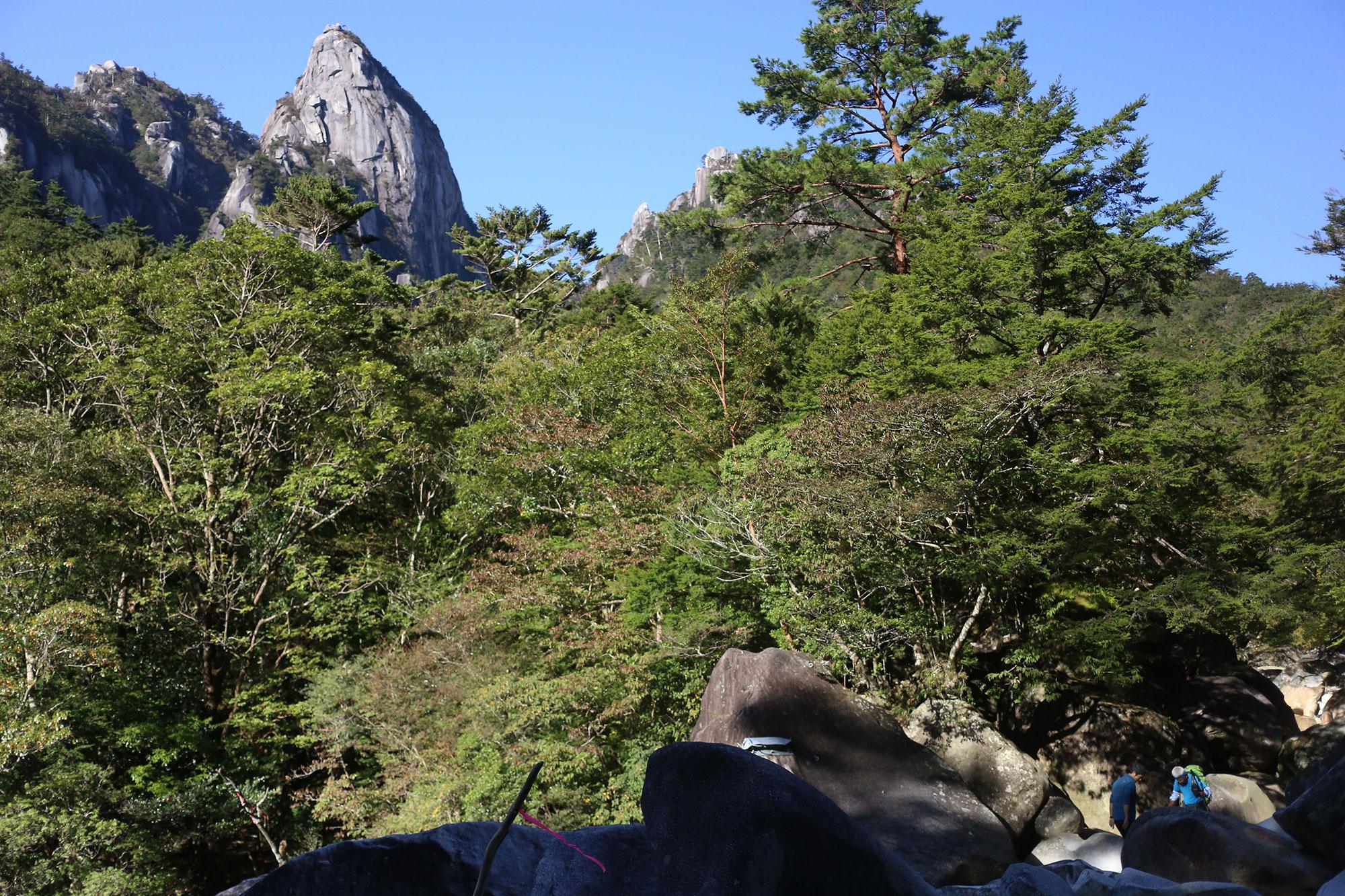 渡渉点から眺める大崩山の岩峰群