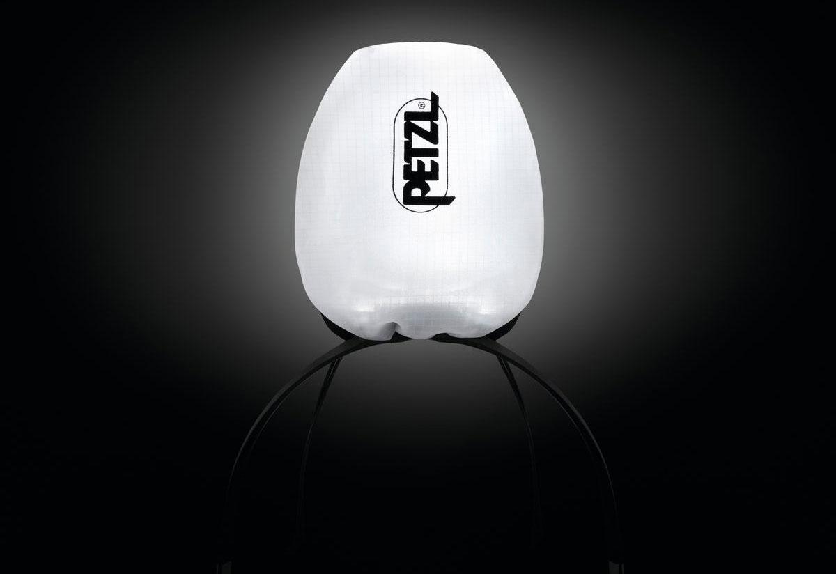 光を拡散する素材で作られた収納袋は内部で灯せば簡易的なランタンに