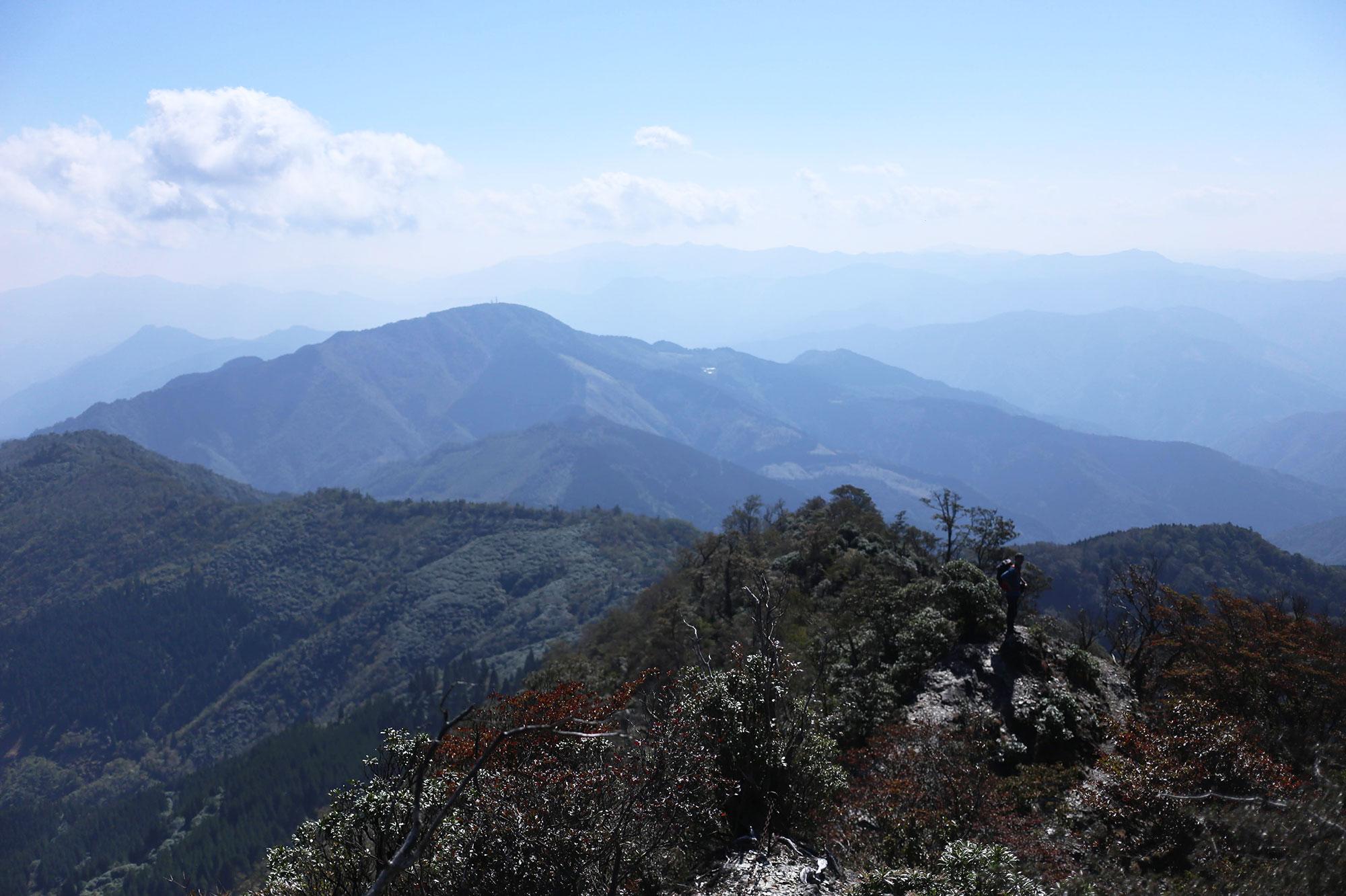 視界の開けた後の登山道