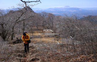 黒岳-親父山の間では阿蘇五岳を背にして歩きます