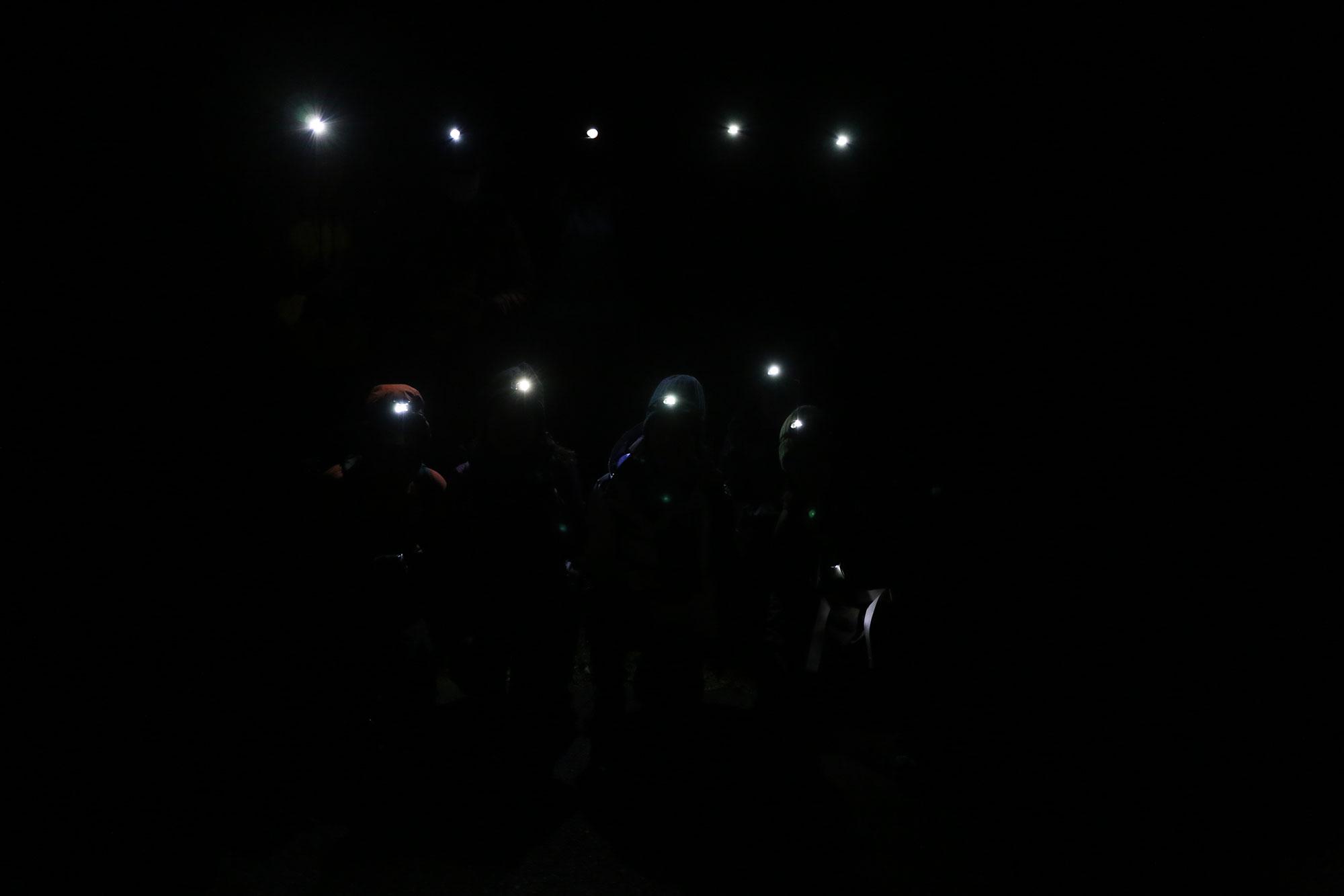 深夜徘徊中の記念撮影(宮崎市近郊の山にて)