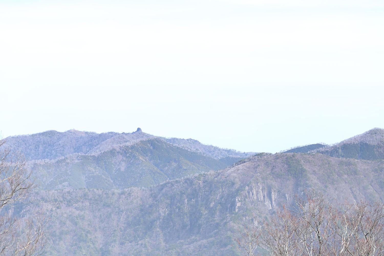 稜線上から眺める鹿納坊主
