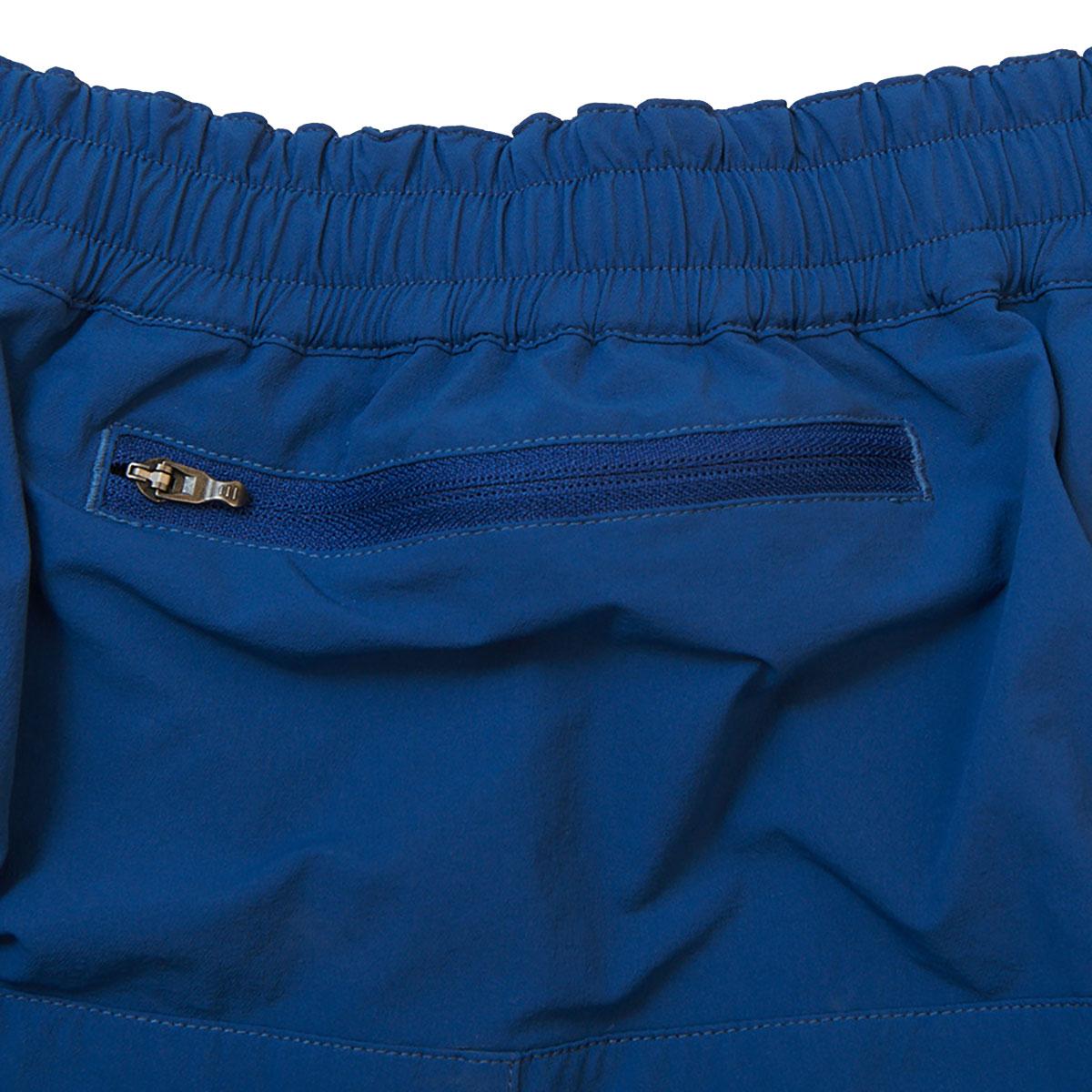 同社のウィンドシェル「Wind River Hoody」が収納可能なヒップポケット。