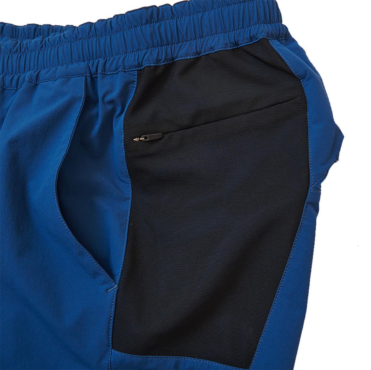 両サイドにメッシュ状のポケット付。運動時に内容物が股関節の可動域を妨げない仕様。
