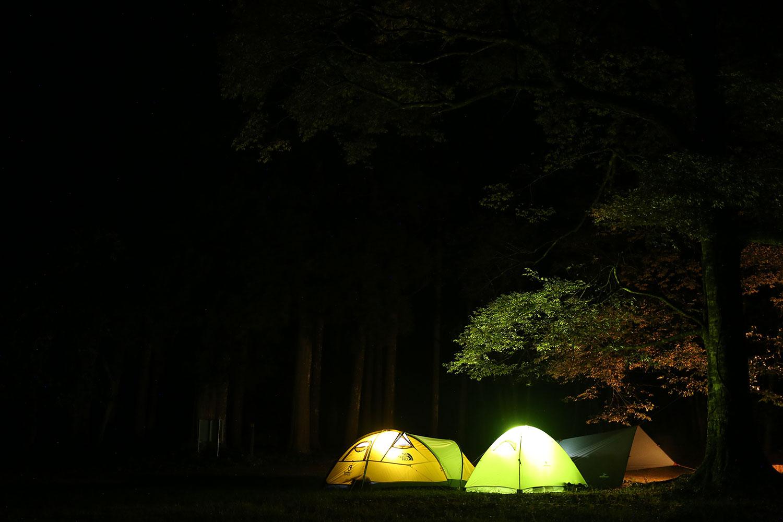 テント泊のシーン
