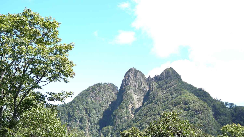 登山道から眺める傾山